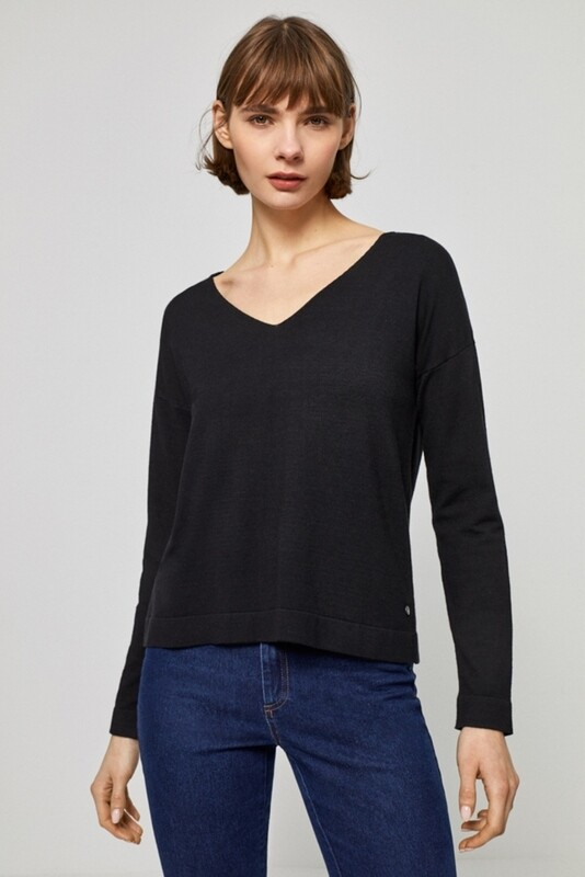 Surkana maglia con scollo a V nera