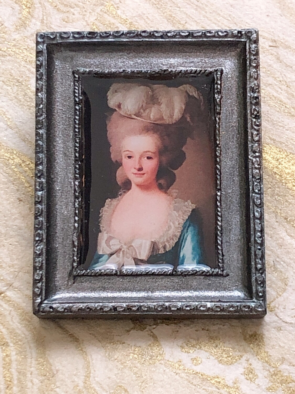 frame brooch (french lady)
