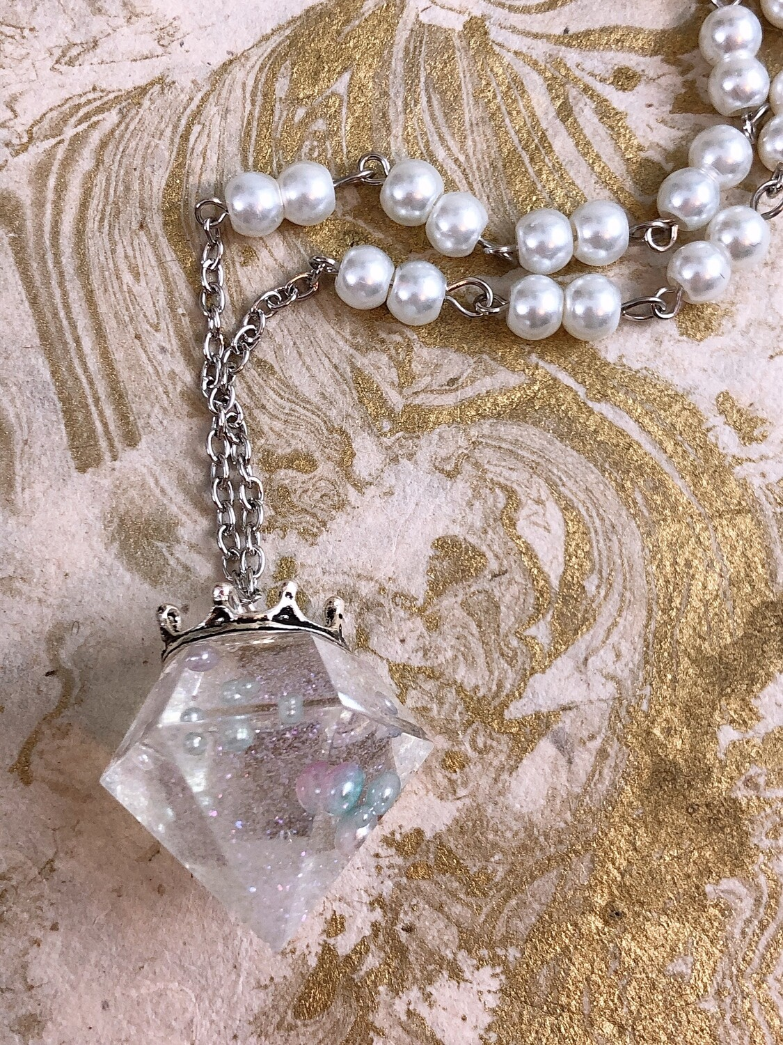 crowned jewel necklace (pearl bubble magic)