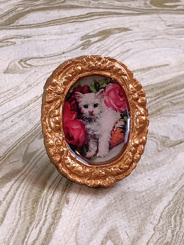 frame ring (shy kitten)