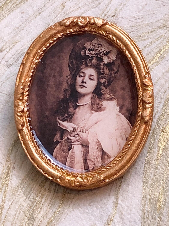 frame brooch (evelyn)
