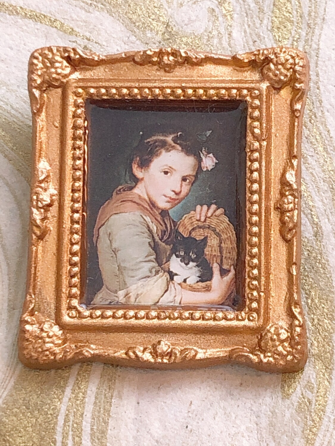 frame brooch (girl with a cat)