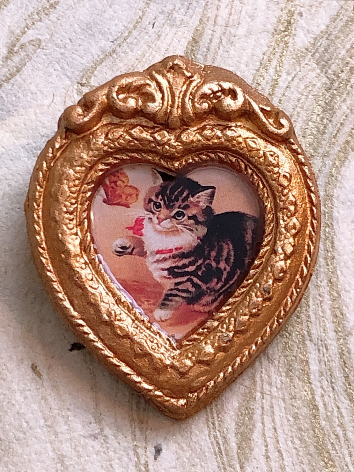 frame brooch (cat with butterfly)