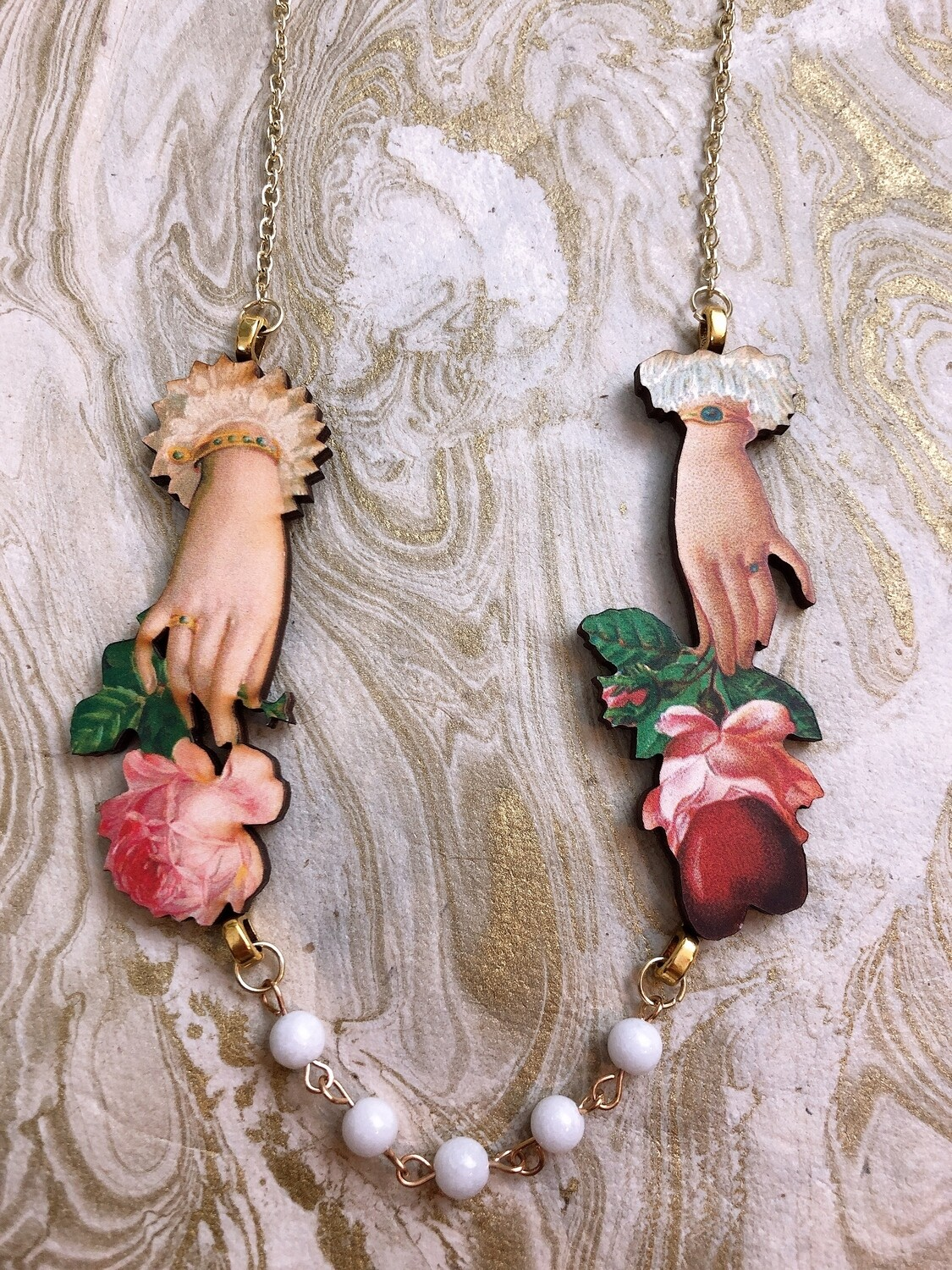 wood necklace (two lovers)