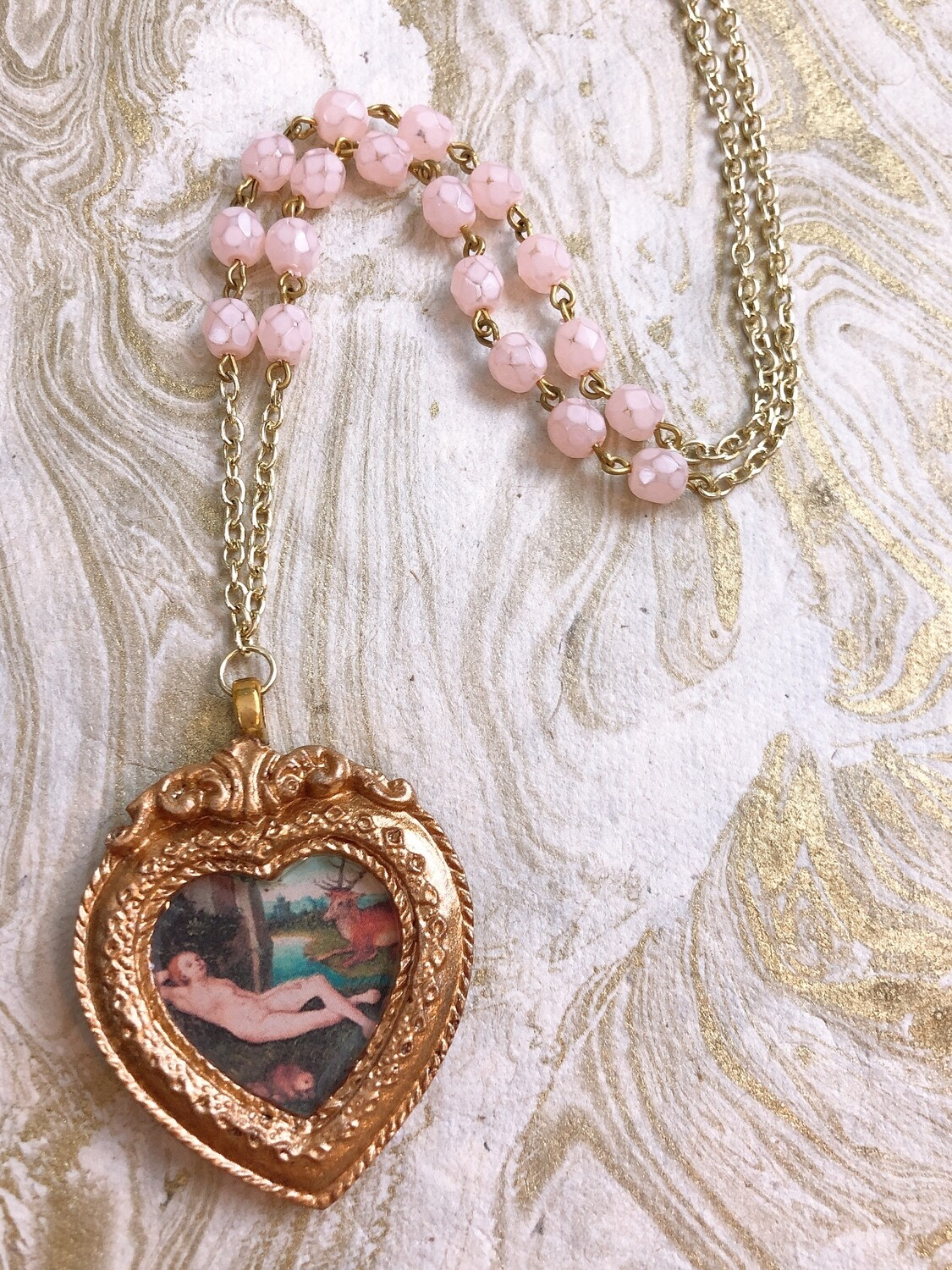 frame necklace (cranach gold heart)