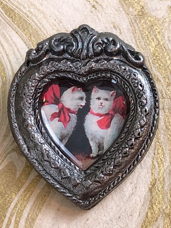 frame brooch (cat conversation)