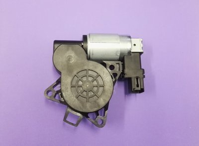 New Genuine Window Motor (DRIVER SIDE FRONT) 6 Pin suits Mazda 3 BK Series.