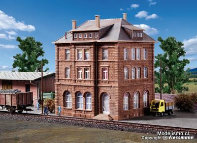 Reserva anticipada Kibri 38199 H0 Edificio de las operaciones ferroviarias incluye set de inicio de iluminación de la casa