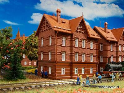 Vollmer 43806 H0 Casa del ferroviario con cumbrera