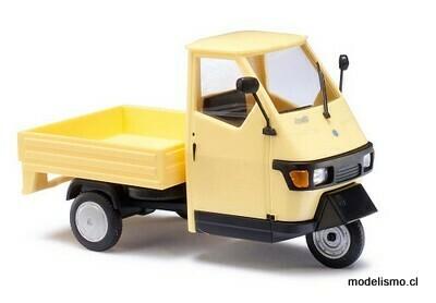 Busch 1:43 60003 Piaggio Ape 50, amarillo