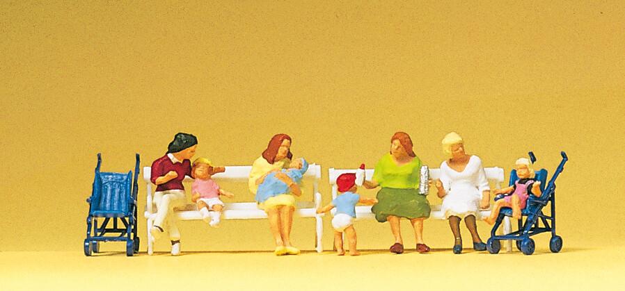 Preiser 10522 H0 - Mujeres sentadas, cochecitos, bancos