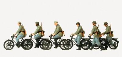 Preiser 16596 H0 - Tropa ciclista, conduciendo y andando, de la antigua Wehrmacht alemana (EDW), época II, sin pintar.