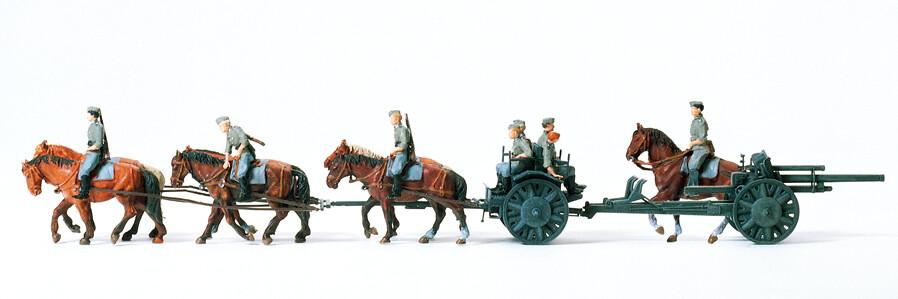 Preiser 16513 H0 - Obús de campo ligero dibujado 10,5 cm a la izquierda 18. En marcha. Reich alemán 1939-45, época II, sin pintar