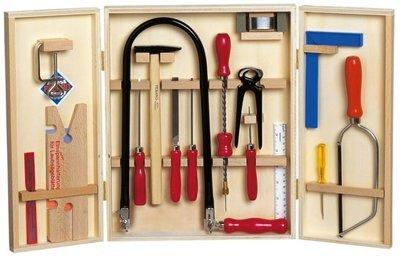 Pebaro 400 rompecabezas conjunto en un armario de madera con tablas de madera y herramientas de acero
