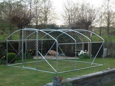Kader / frame   4 x 3.5 x 2 m met deur buizen 32 mm