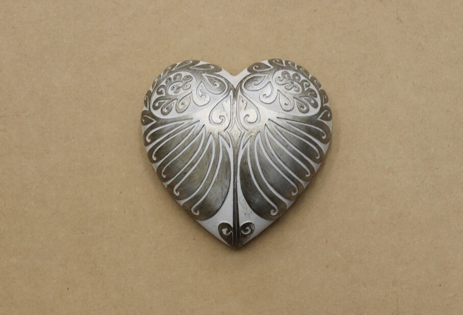 Pewter/White Hanging Wall Heart