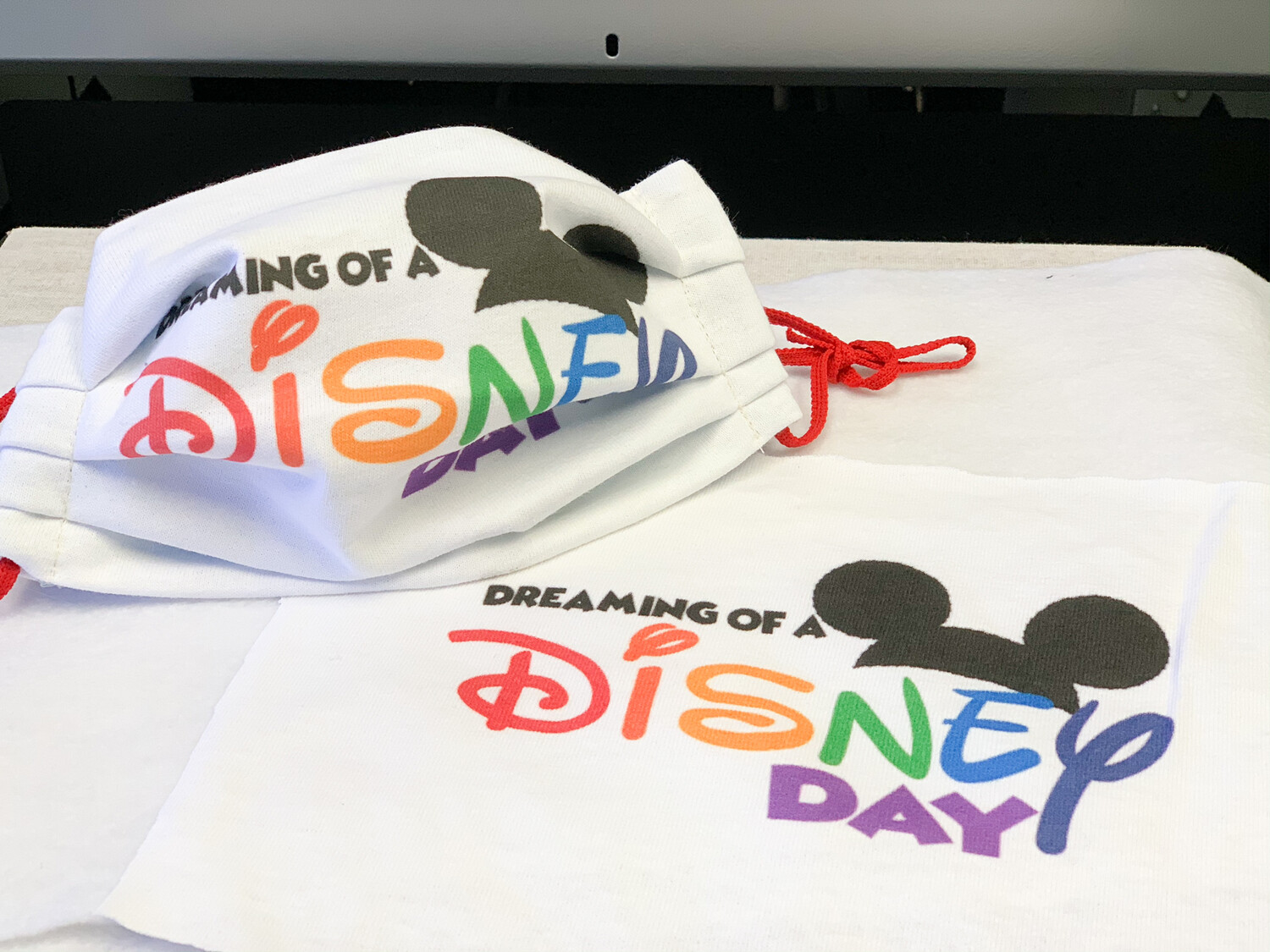 Limited Edition Fun Masks-Dreaming Disney