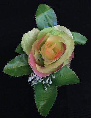 Ruusu-kukkapää lehdillä, vihreä/rosa