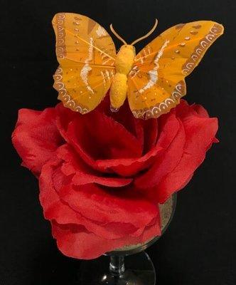 Perhonen klipsillä, vaalea oranssi