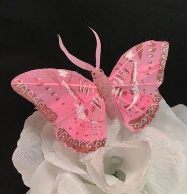 Perhonen klipsillä, vaaleanpunainen