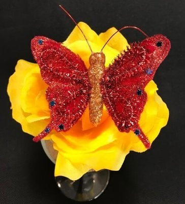 Kimalleperhonen metalliklipsillä, punainen