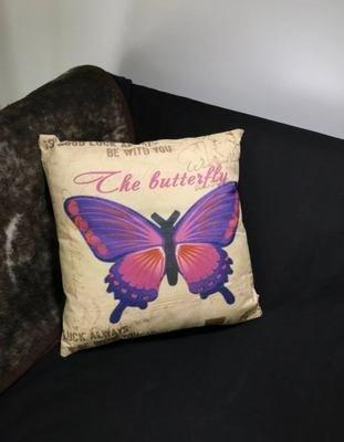 Sisustustyyny: violetti perhonen