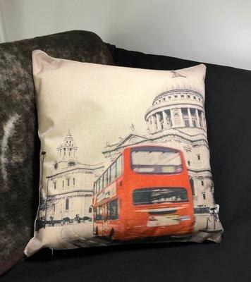 Sisustustyyny: Lontoon bussi liikkeessä