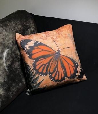 Sisustustyyny: oranssi perhonen