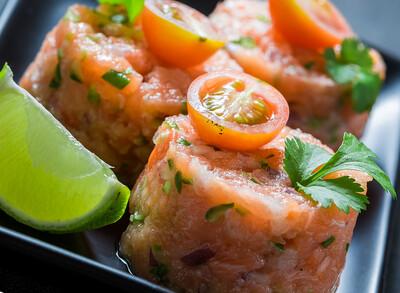 Tartar with sMoked Salmon Tataki