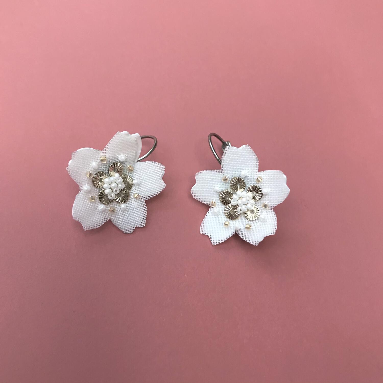 Dormeuses Sakura blanches et or