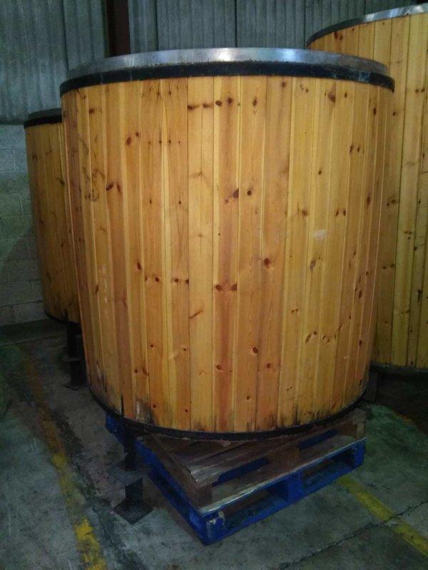 Wood Clad Tank - 10 UK Barrels
