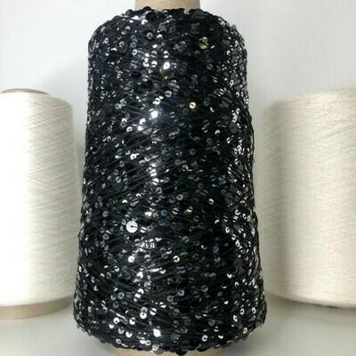 Lustrosa , крупные 6 mm и мелкие 3 mm пайетки на хлопке, длина нити: около 200м/100гр, цвет: серебро на чёрном
