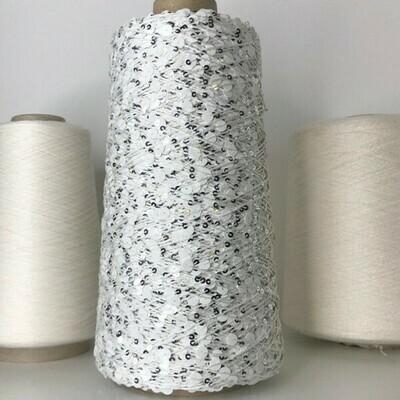 Lustrosa  , крупные 6 mm и мелкие 3 mm пайетки на хлопке, около 200м/100гр, белые с серебром на белой нити