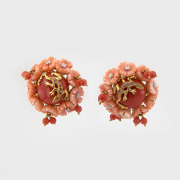 Coral and diamond earrings in 18k yellow gold