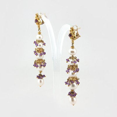 Pearl and amethyst drop earrings in 18k yellow gold