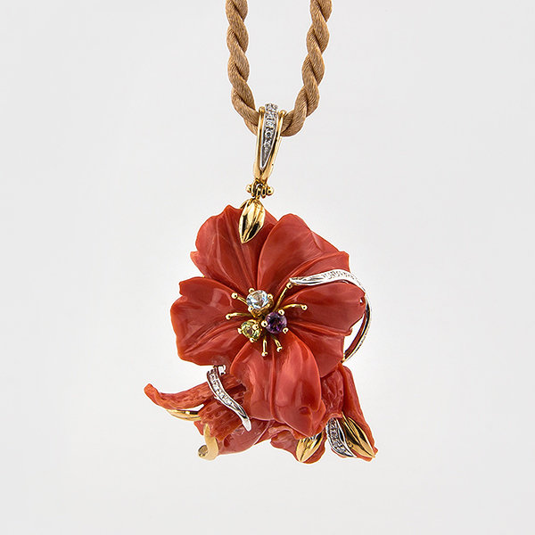 Original Floral Design Coral Pendant in 18k yellow gold