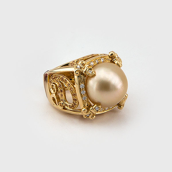Pearl, diamond and sapphire ring in 18k yellow gold