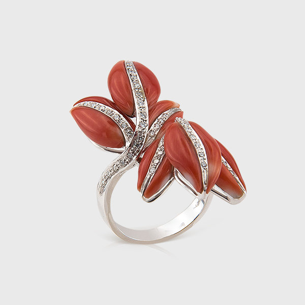 Coral and diamond ring in 18k white gold