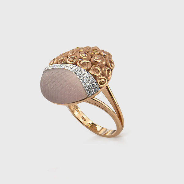 Rose quartz and diamond ring in 18k yellow gold