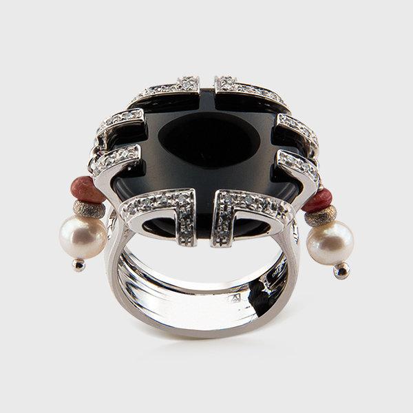 Original onyx and diamond ring in 18k white gold