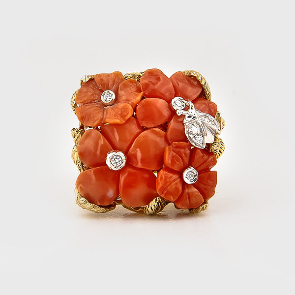 Floral design coral ring in 18k yellow gold