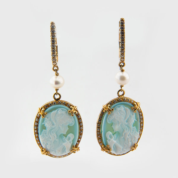 Cameo drop earrings in yellow gold plated silver