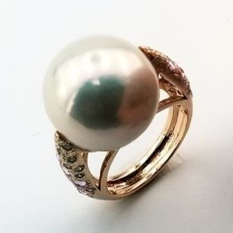 Pearl and gemstone ring in 18k yellow gold