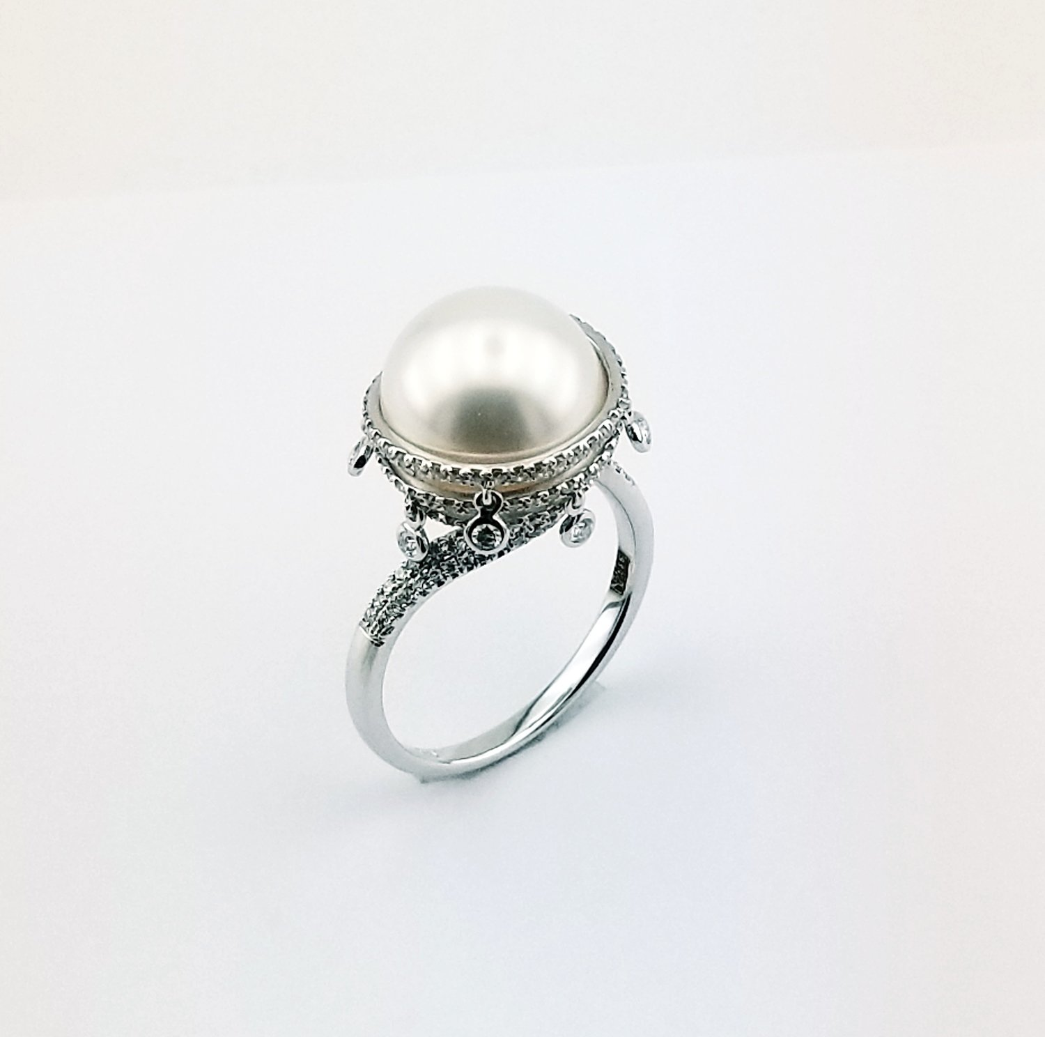 Pearl and diamond ring in 14K white gold