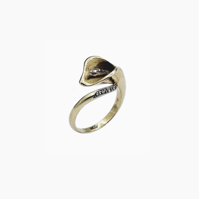 Floral design diamond ring in 14K yellow gold