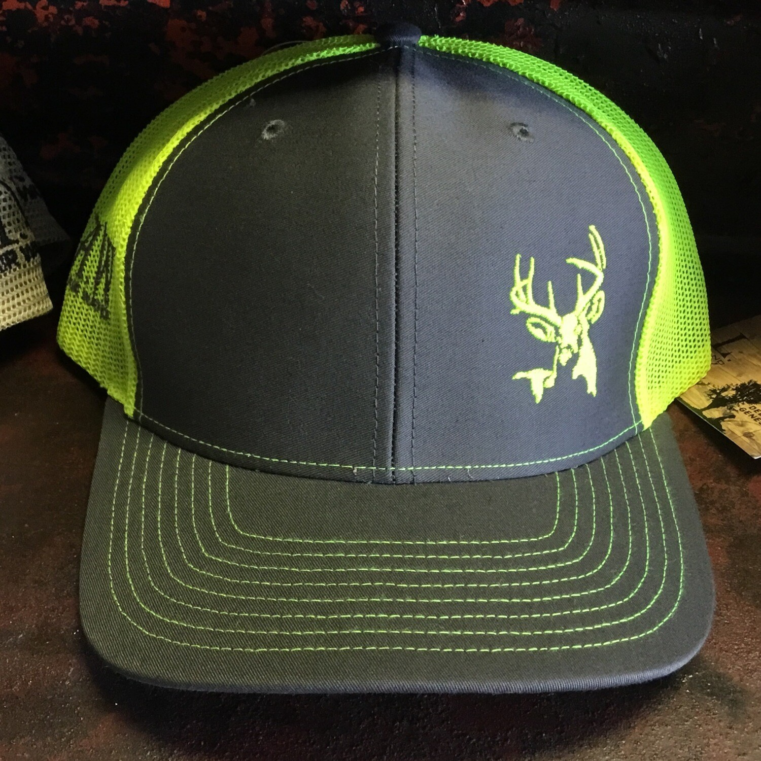 Deer Side Grey/neon Yellow (trucker)