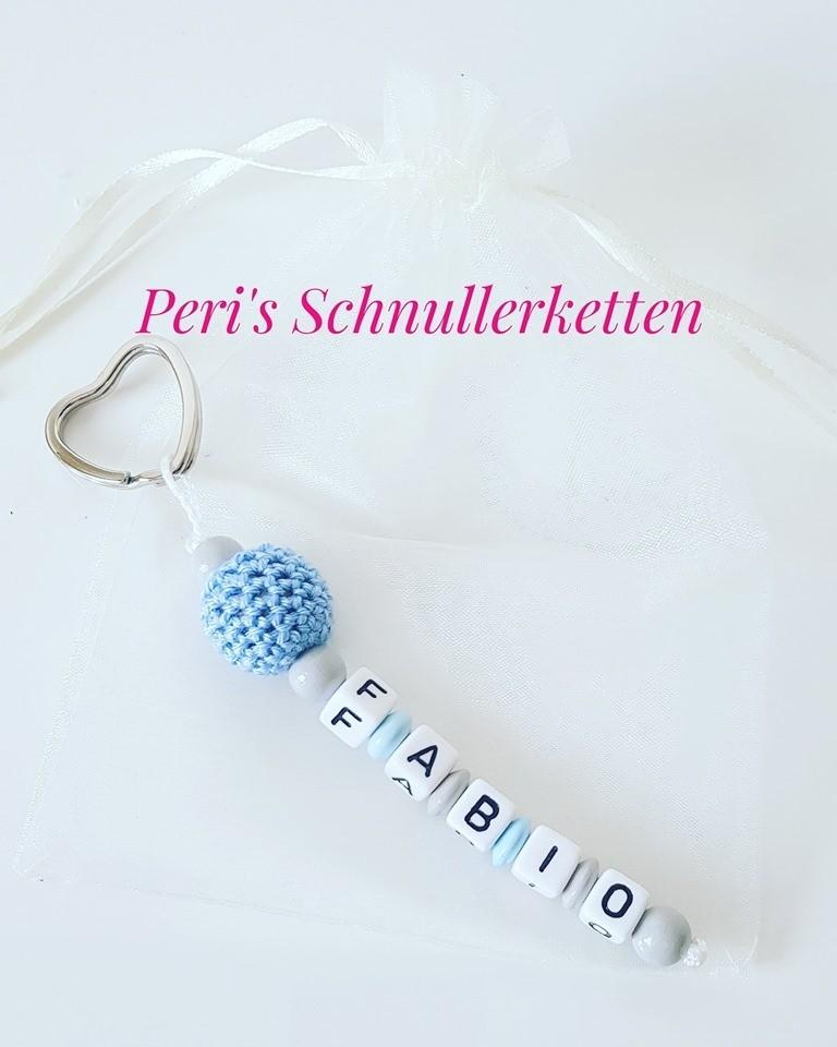 Schlüsselanhänger Häkelperle  / blau/weiß