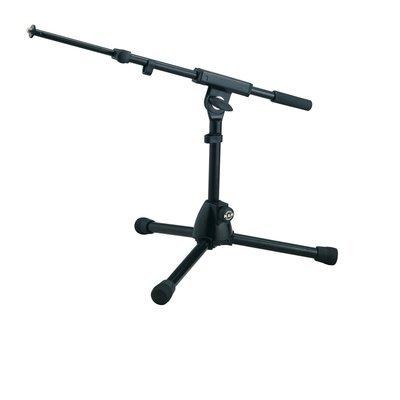K&M 25950-300-55 низкая микрофонная стойка-журавль для бас-бочки
