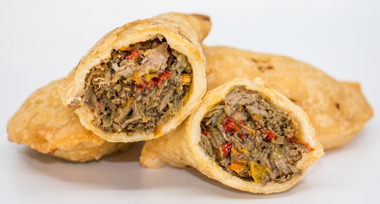 Empanadas aus Maisteig mit Pulled Beef Fülle