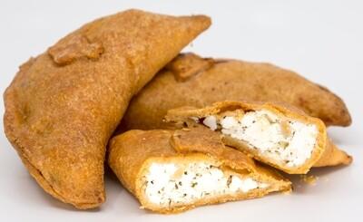 Empanadas aus Maisteig mit Käsefülle
